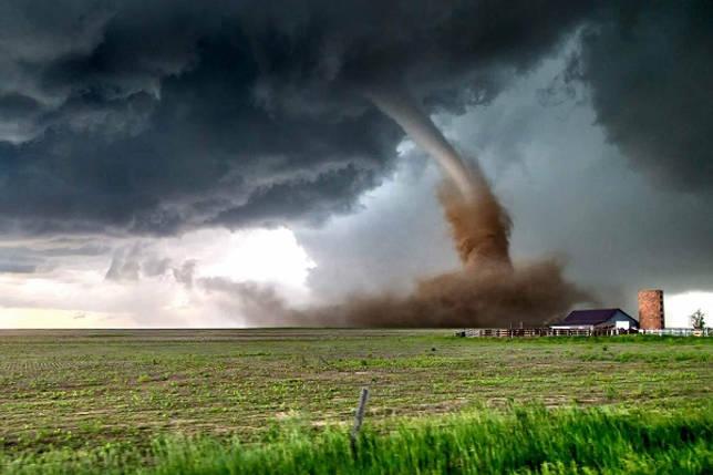 Торнадо или смерчи